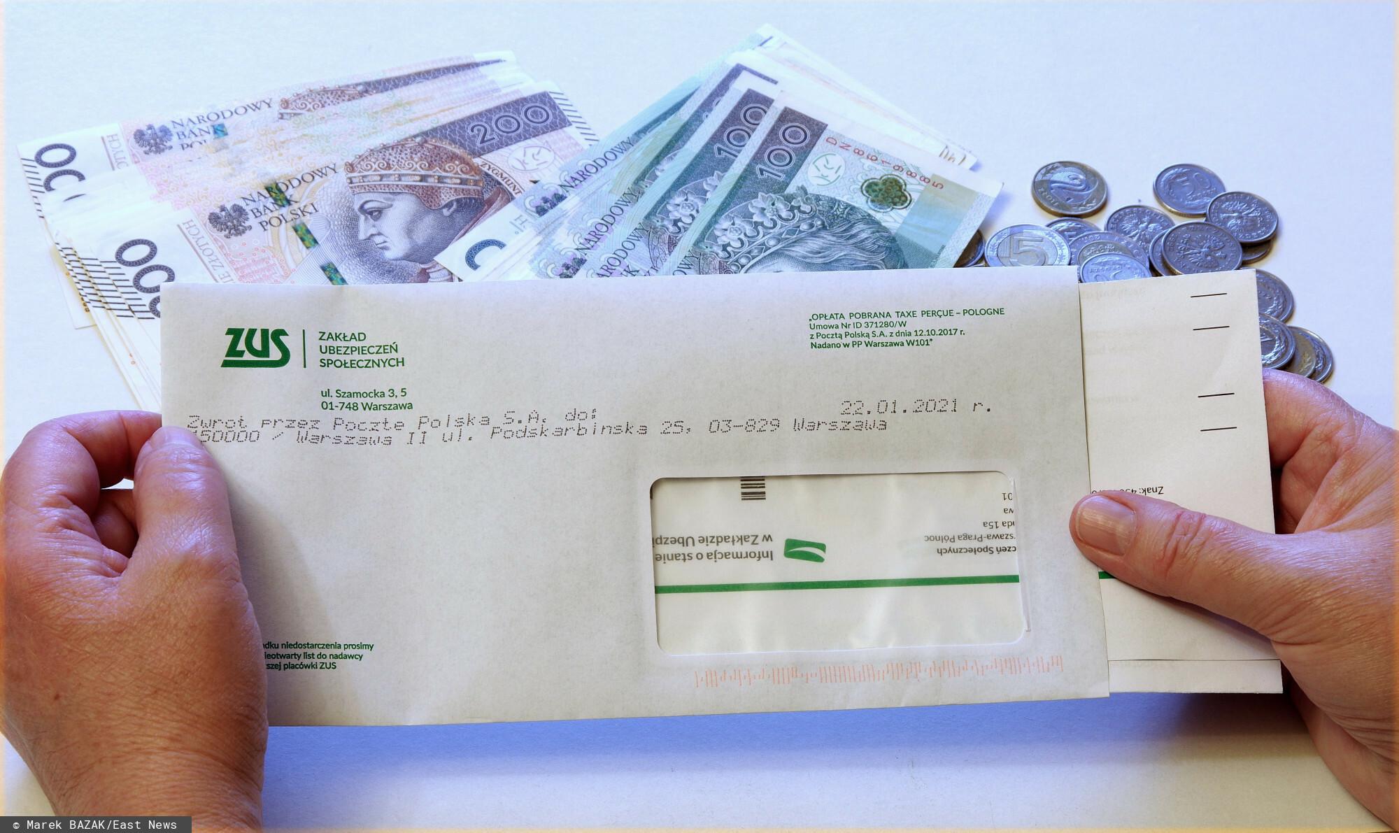 PHOTO: ZOFIA I MAREK BAZAK / EAST NEWS N/Z Korespondencja z ZUS-u i pieniadze