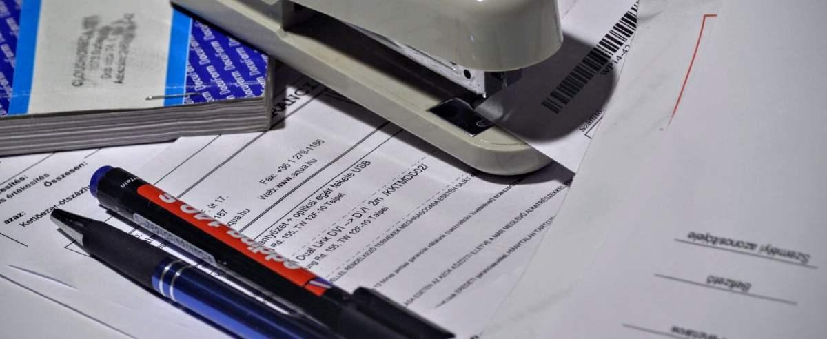 Kto może prowadzić księgę przychodów i rozchodów?