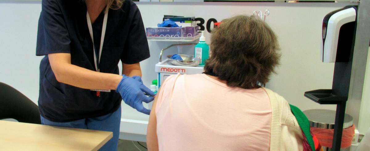Rejestracja na szczepienia dla seniorów. Co trzeba wiedzieć?