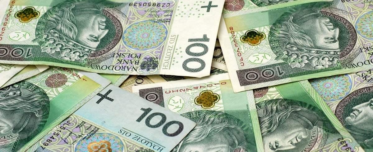 Ile wynosi minimalne wynagrodzenie netto w 2021 roku?