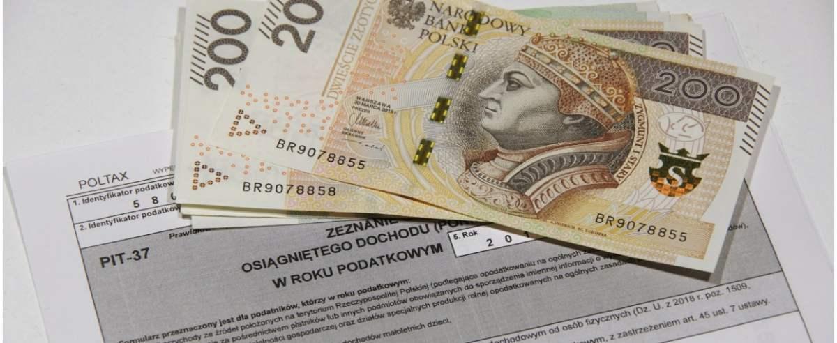 PHOTO: ZOFIA I MAREK BAZAK / EAST NEWS Zeznanie podatkowe PIT - 37 , rozliczenie podatku dochodowego od osob fizycznych