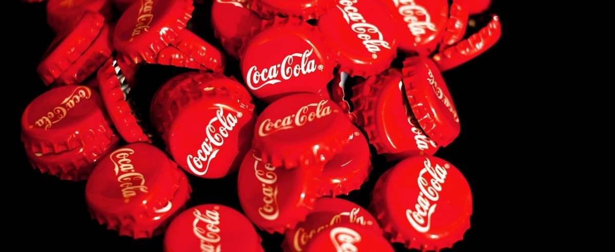 Coca Cola w papierowym opakowaniu