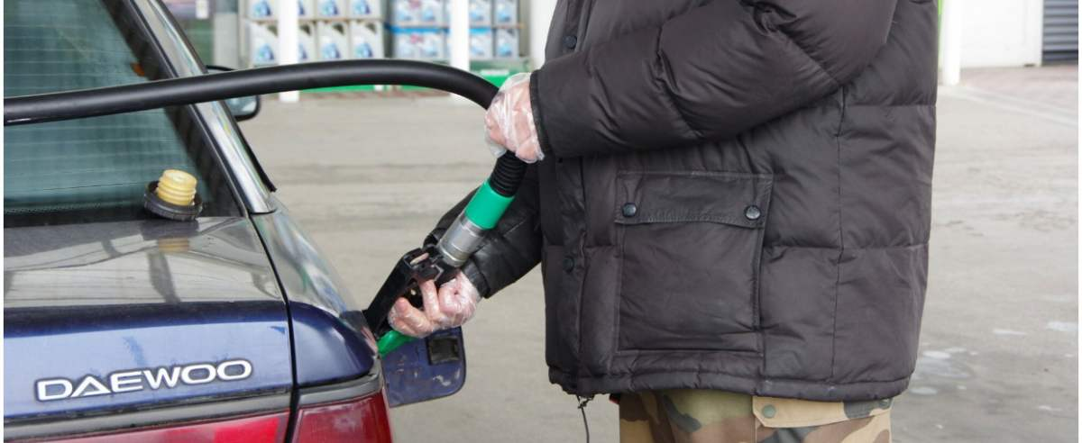 PHOTO: ZOFIA I MAREK BAZAK / EAST NEWS Warszawa N/Z Stacja paliw BP - tankowanie benzyny