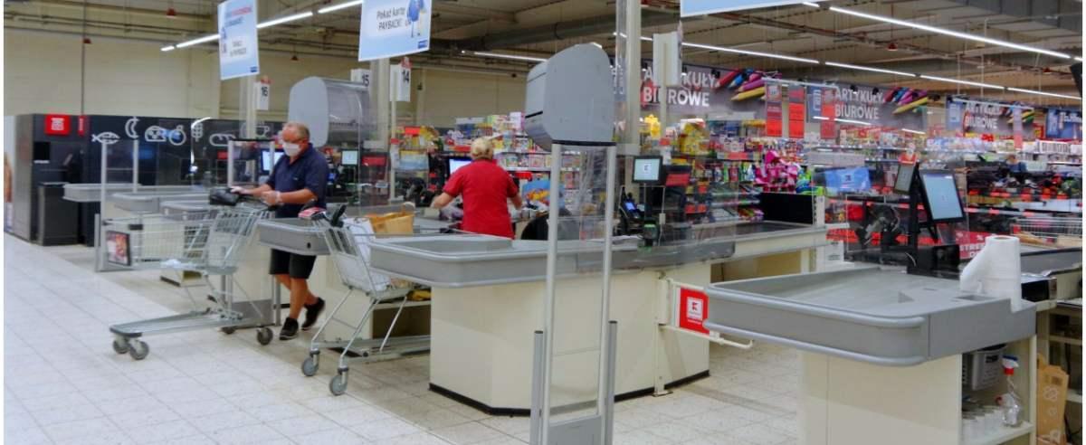 PHOTO: ZOFIA I MAREK BAZAK / EAST NEWS N/Z Zakupy w hipermarkecie Kaufland