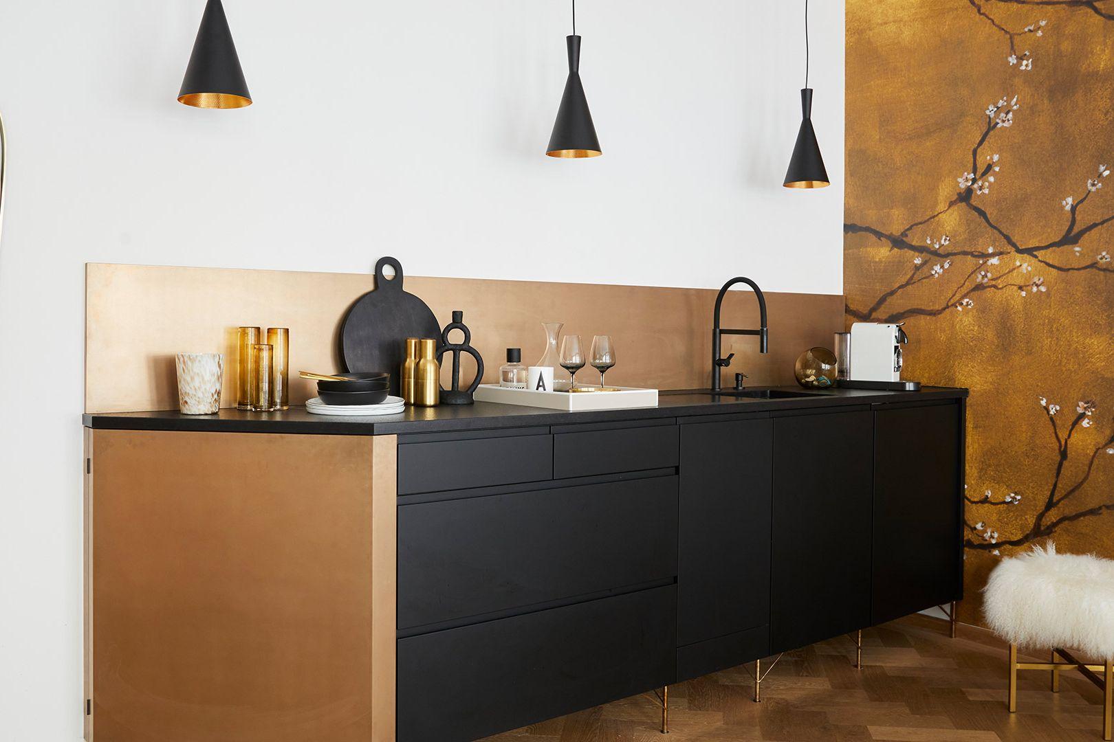 Cucina in nero e oro