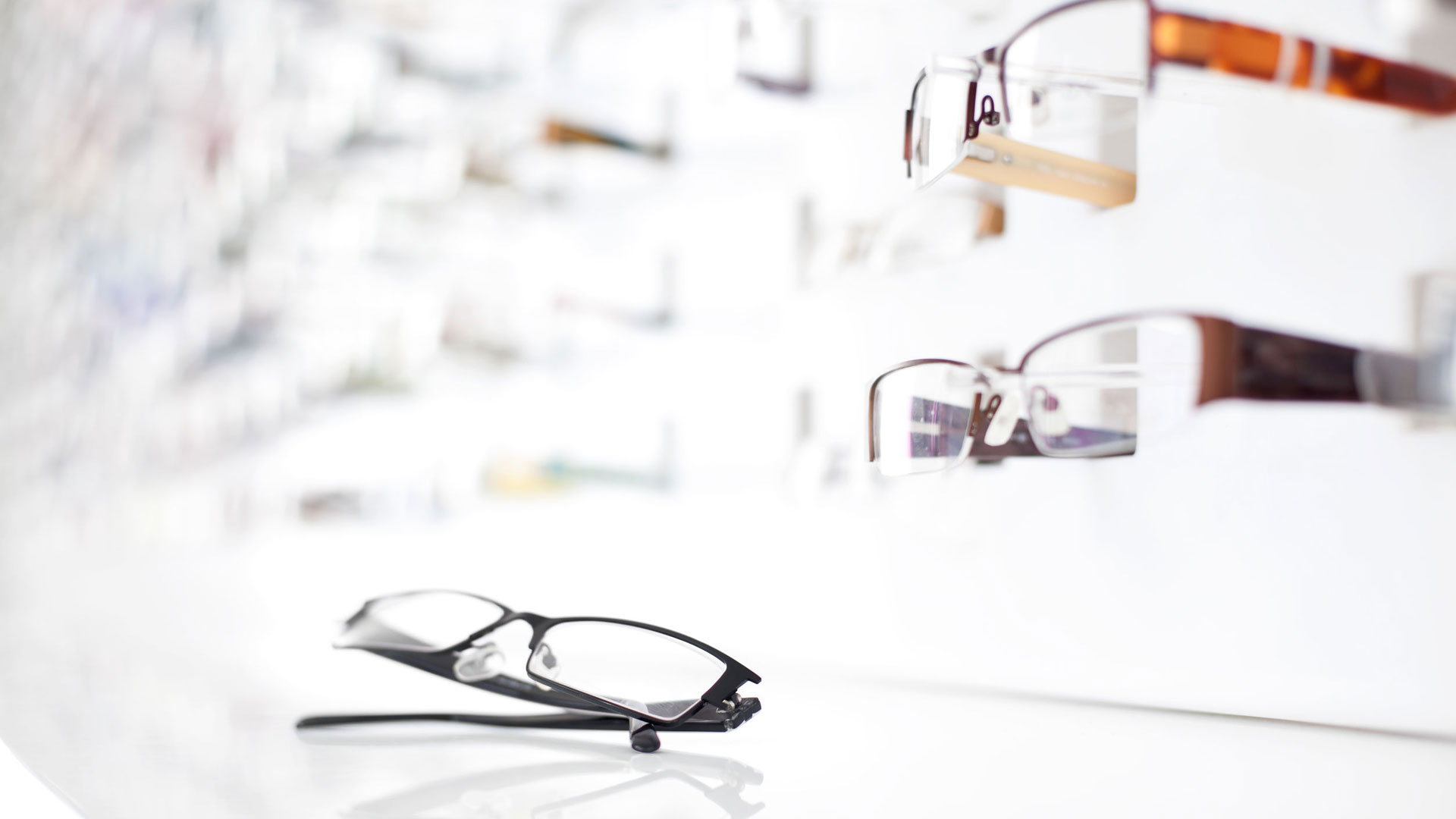 Silmälasit maksavat edullisimmillaan pari kymppiä – Onko niistä mihinkään  b2b961d295