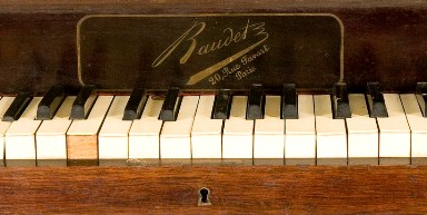 Piano, courtesy of Muziekinstrumentenmuseum and MIMO - Musical Instrument Museums Online,  under a CC BY-NC-SA 3.0licence
