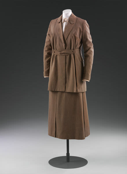 Twilled silk and wool jacket and skirt displayed on a mannequin