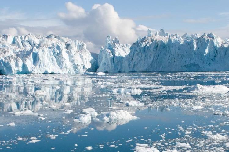 Ice caps and still sea ice