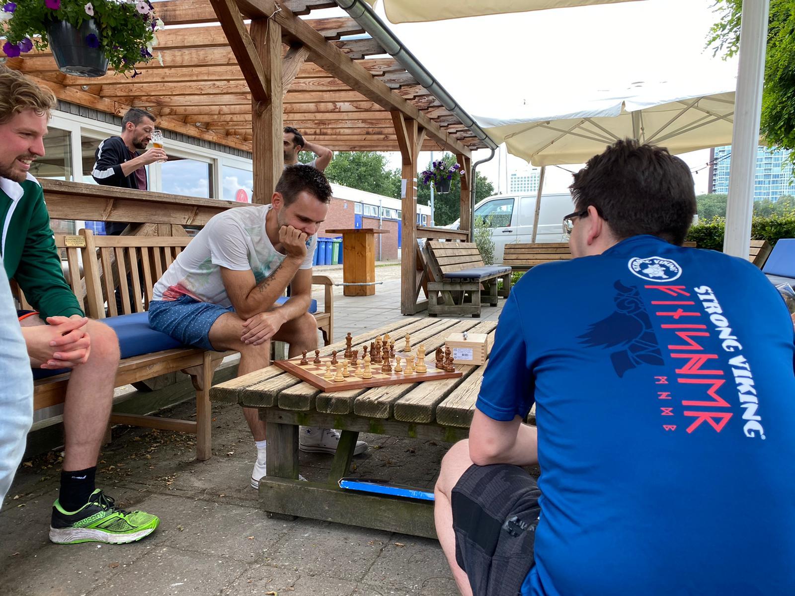 Buiten spelen chess