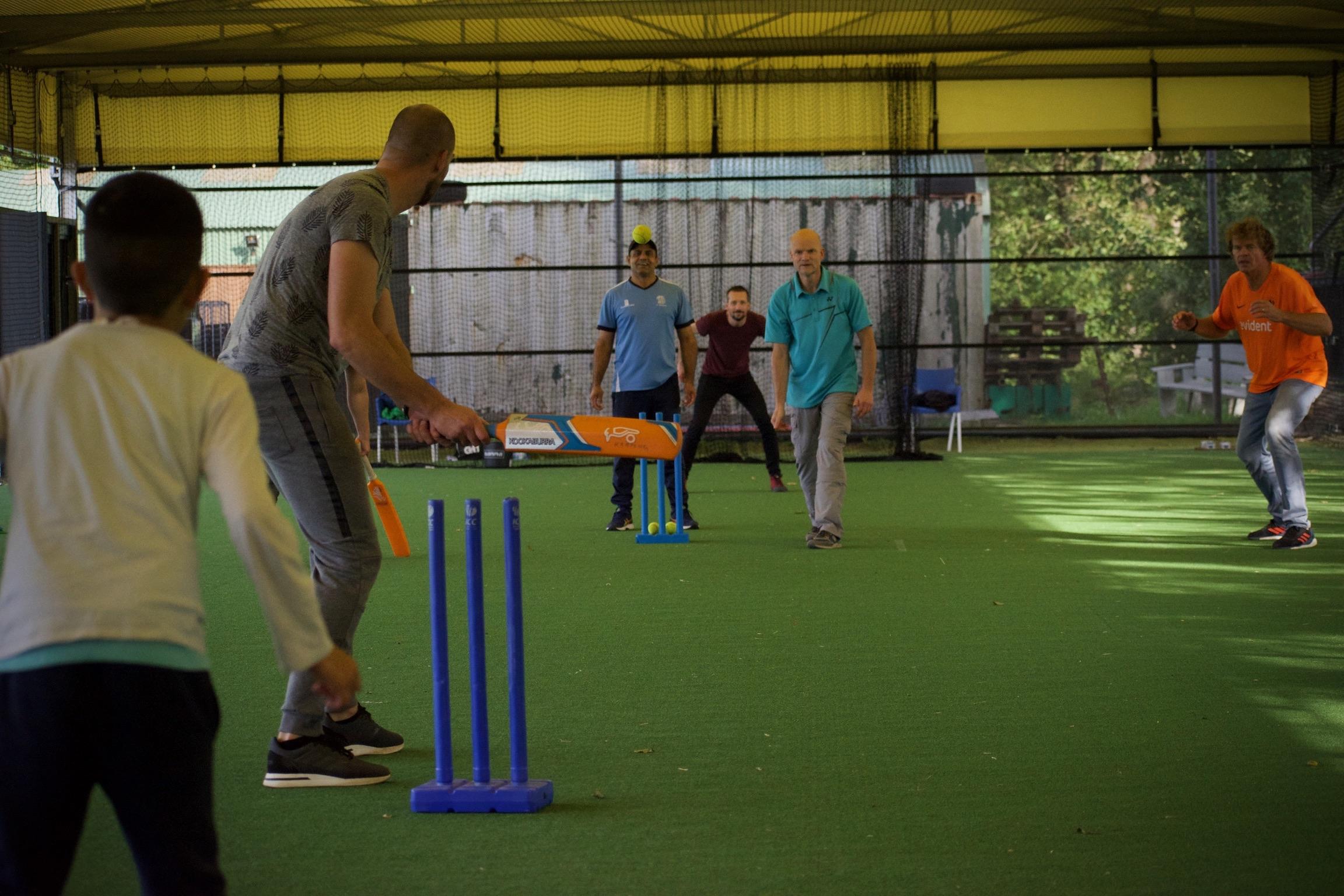 Buiten spelen cricket Han