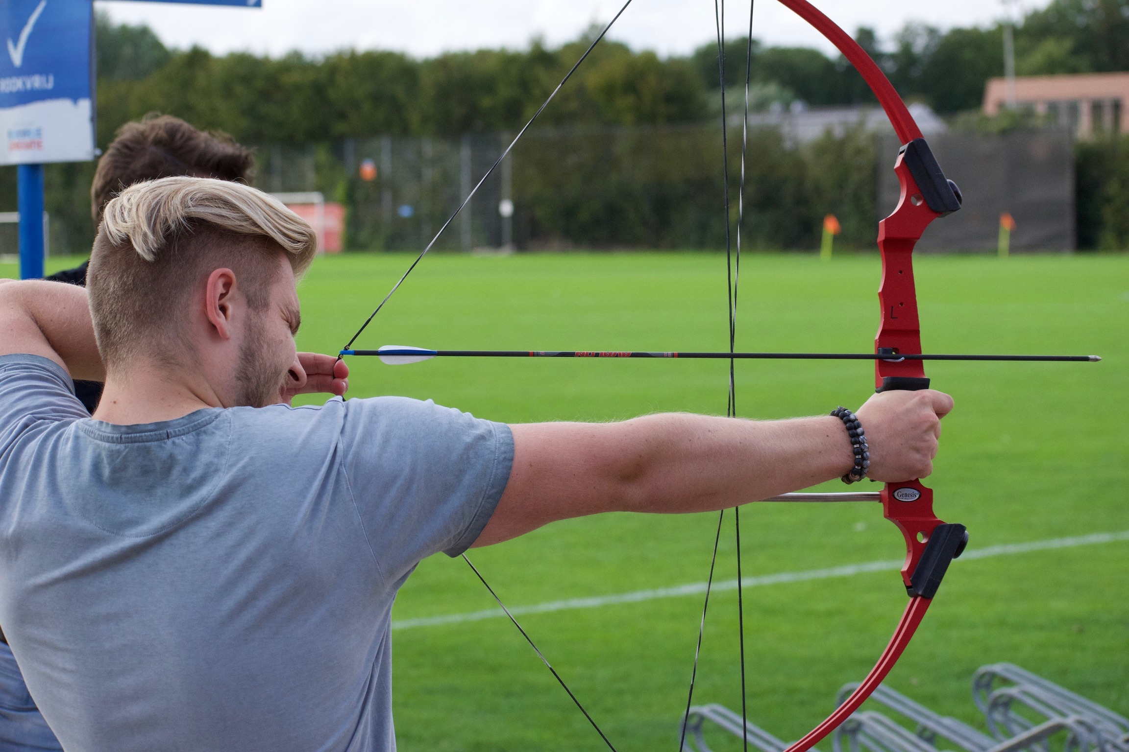 Buiten spelen archery Bas a