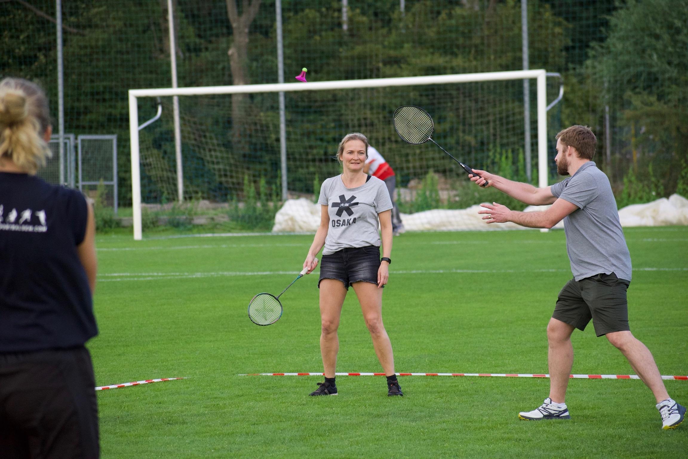 Buiten spelen badminton mascha stuart