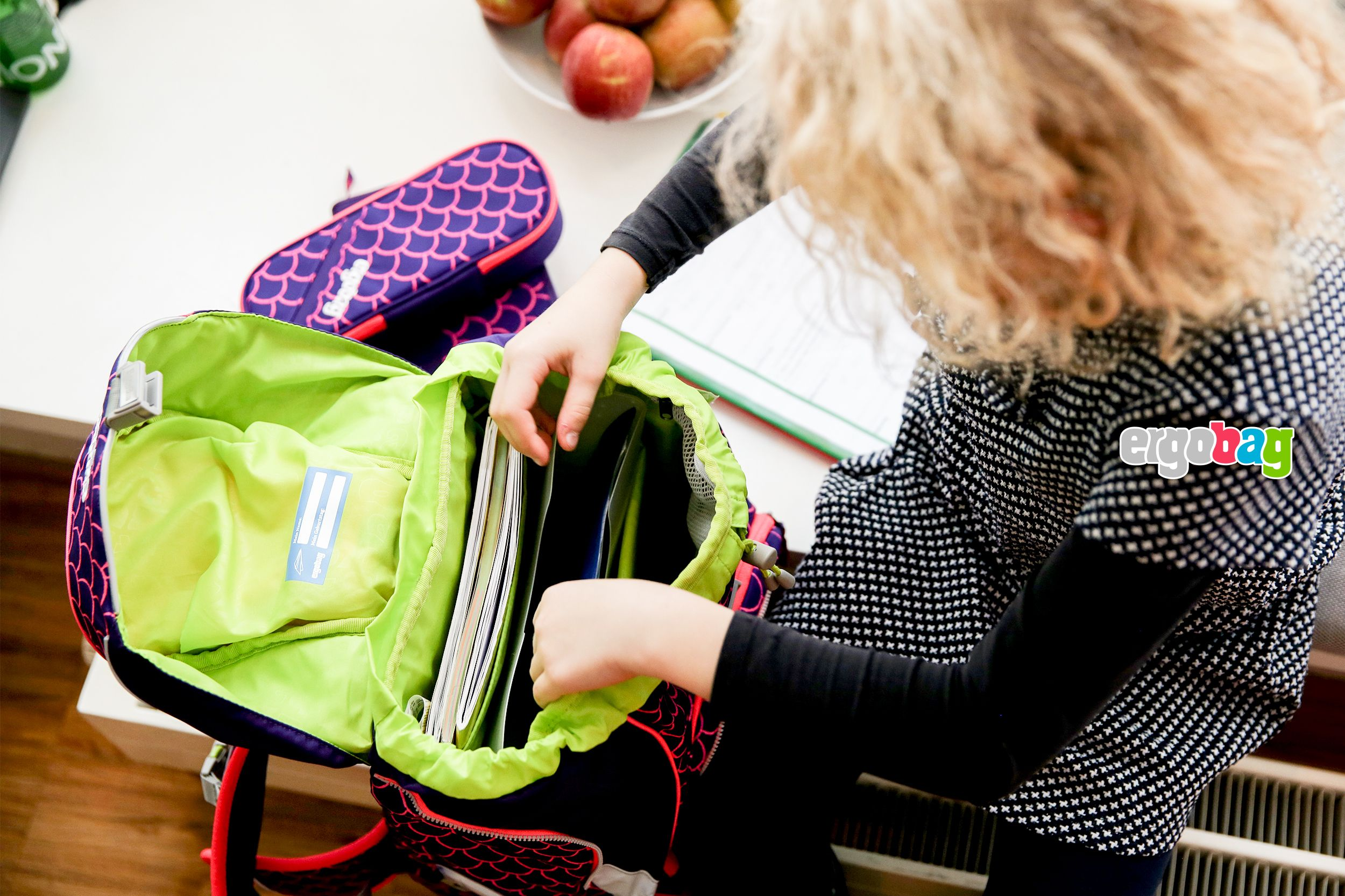 8587e99377d How to pack your school bag efficiently
