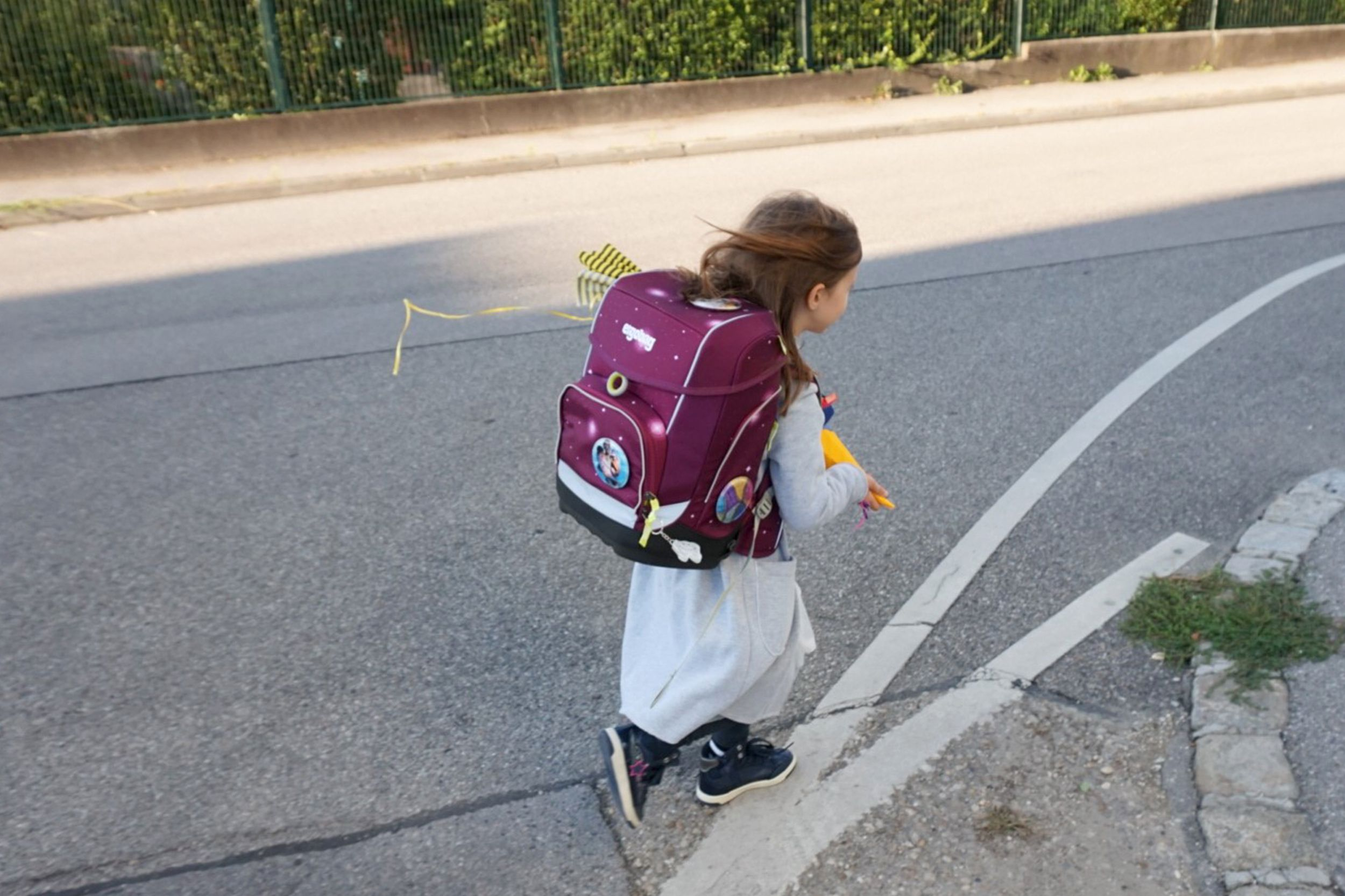 ergobag-girl-way-to-school