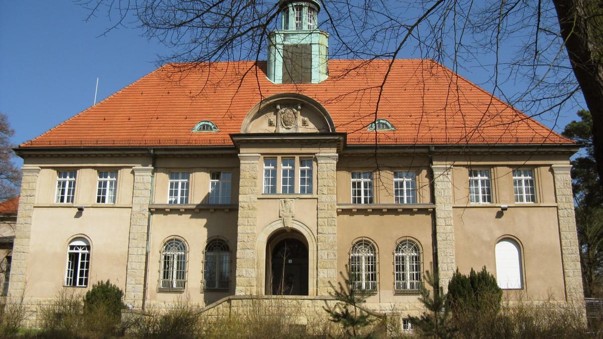 Berlin Nikolassee Rathaus, Copyright: Karl-Heinz Liebisch  / pixelio.de
