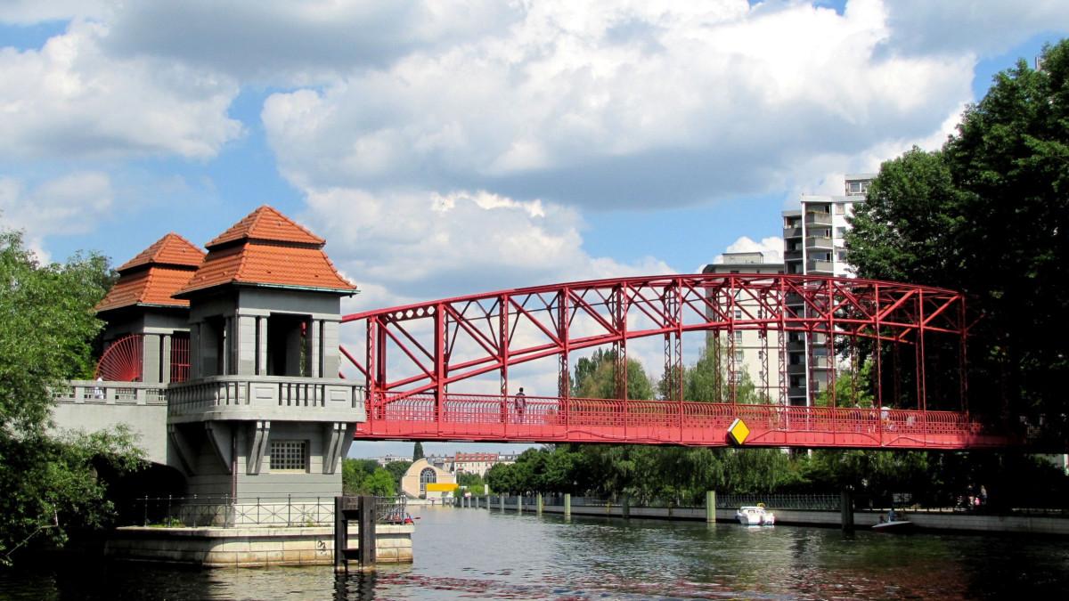 Berlin Tegel Hafenbrücke, Copyright: pixelio/Rolf Handke