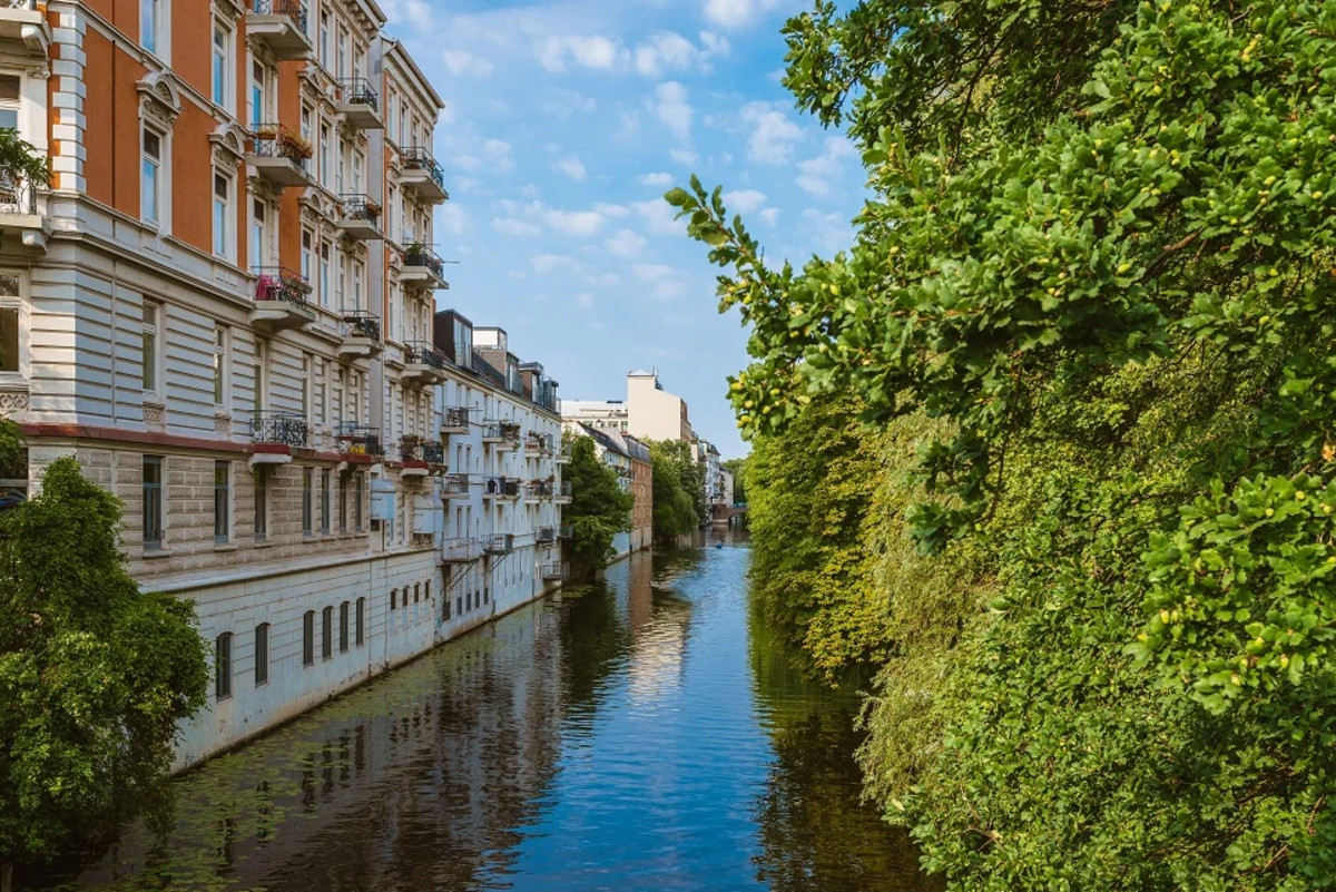 Hamburg Eppendorf Isebekkanal, source: unsplash