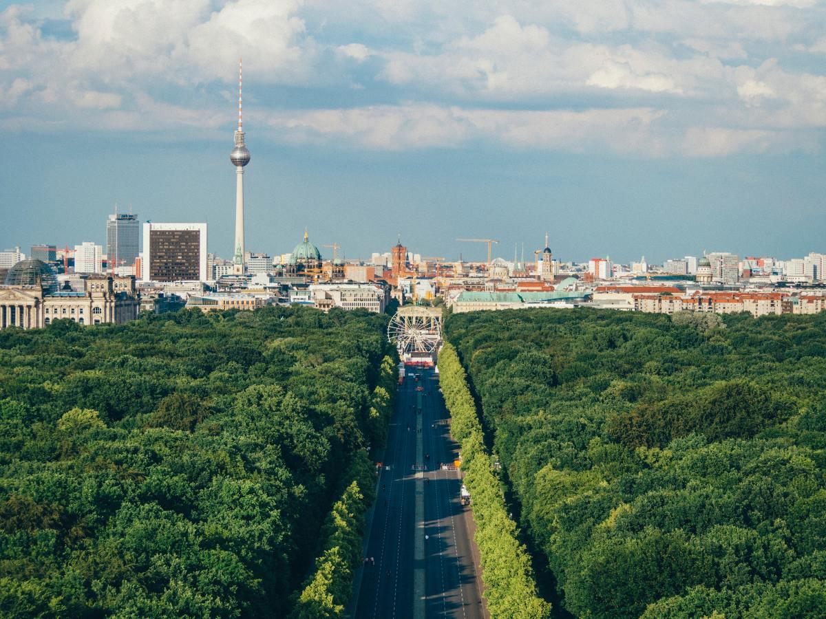 Berlin Tiergarten Straße des 17. Juni Copyright: Unsplash/Adam Vradenburg