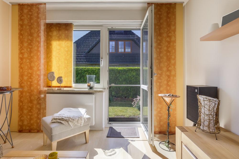 Wohnzimmer mit Blick auf Garten