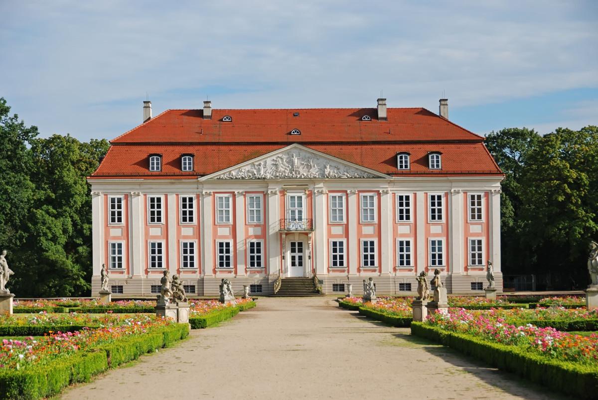 Berlin Lichtenberg Tierpark Schloss, Source:shutterstock