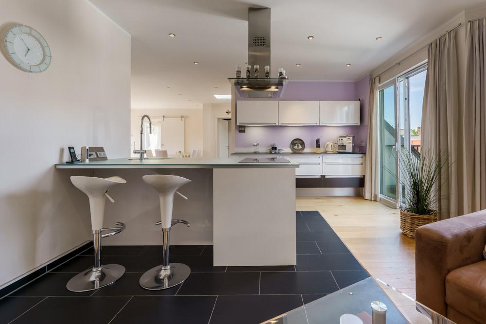 Küchenbereich mit Kochinsel