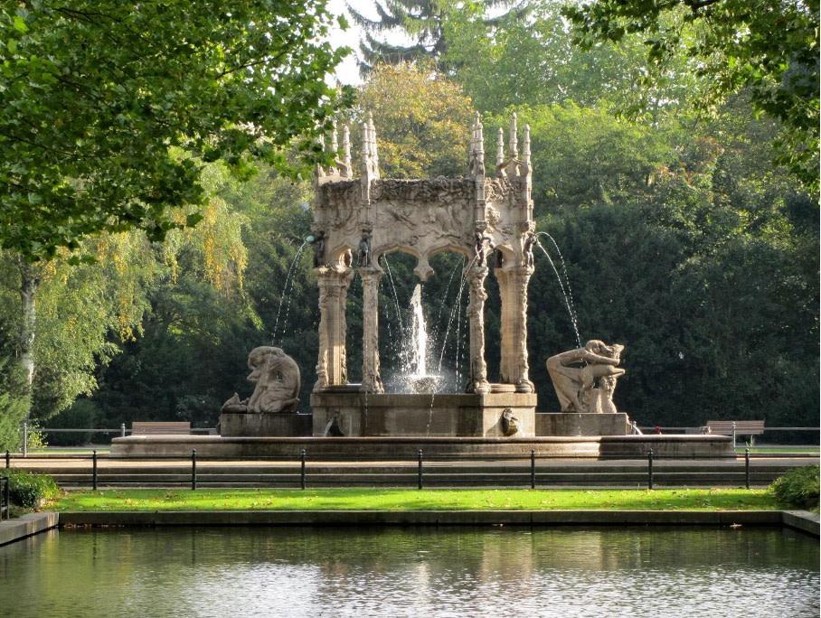 Berlin Neukölln Märchenbrunnen im Von-der-Schulenburg-Park Copyright: pixelio/Rolf Handke