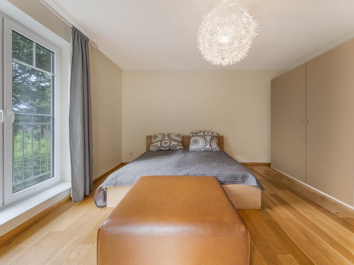 Hauptschlafzimmer mit Ankleide & Balkon