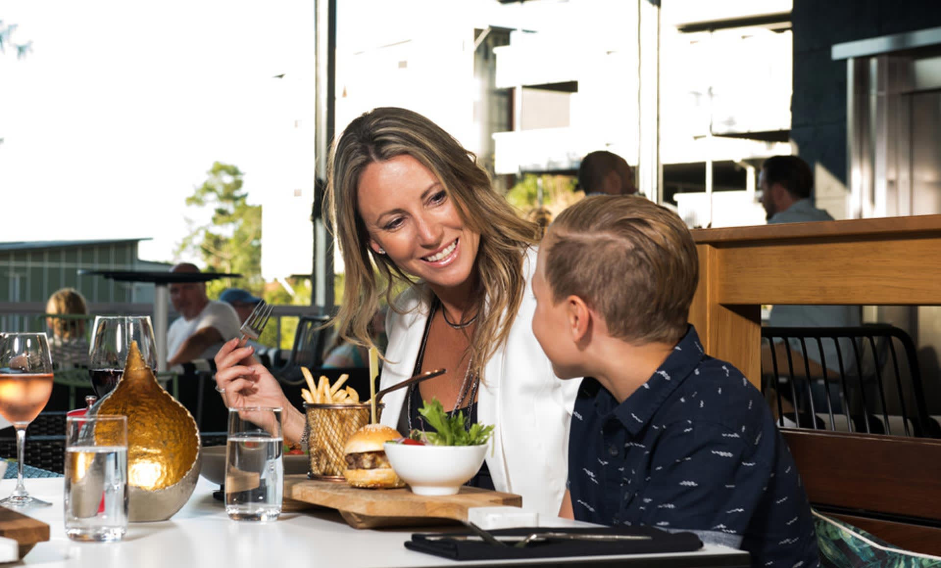 """The ultimate guide to """"Kids Eat Free"""" on the Sunshine Coast"""