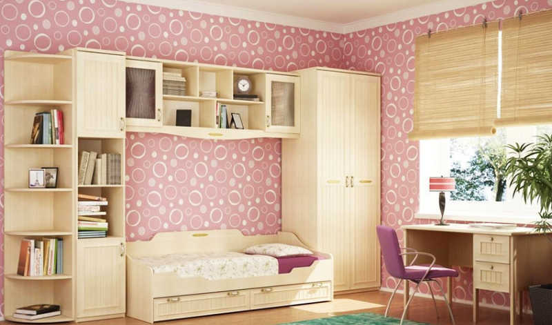 girls-bedroom-pink-wallpaper