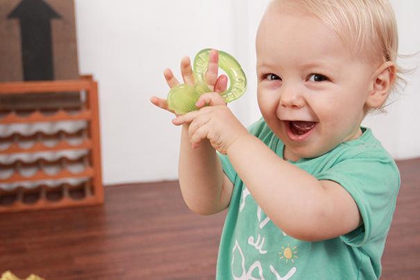 Premières dents : 8 remèdes pour soulager bébé