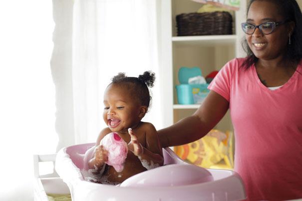L'heure du bain de bébé: Un moment de plaisir pour vous et votre bébé