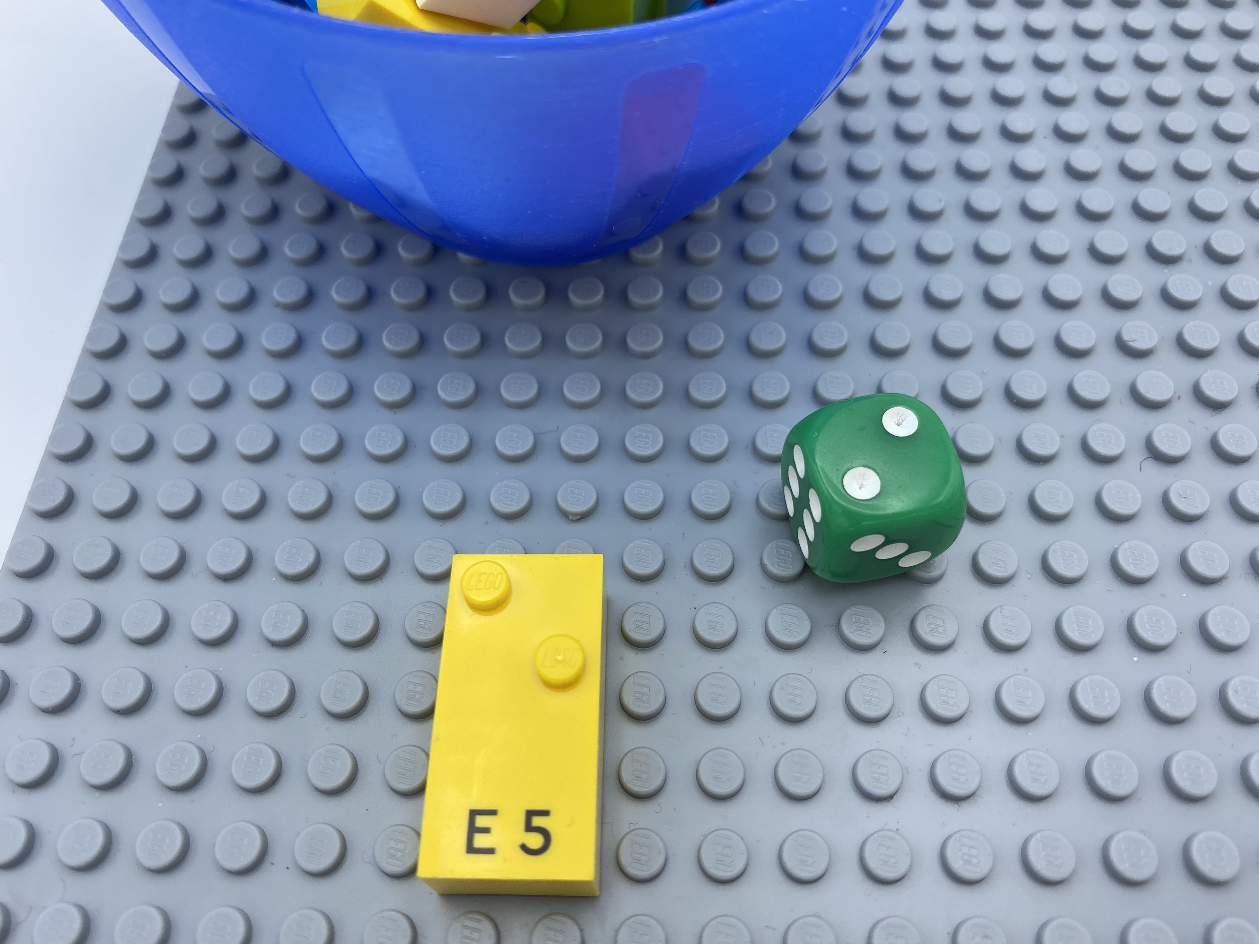 die roll = 2, letter brick e.