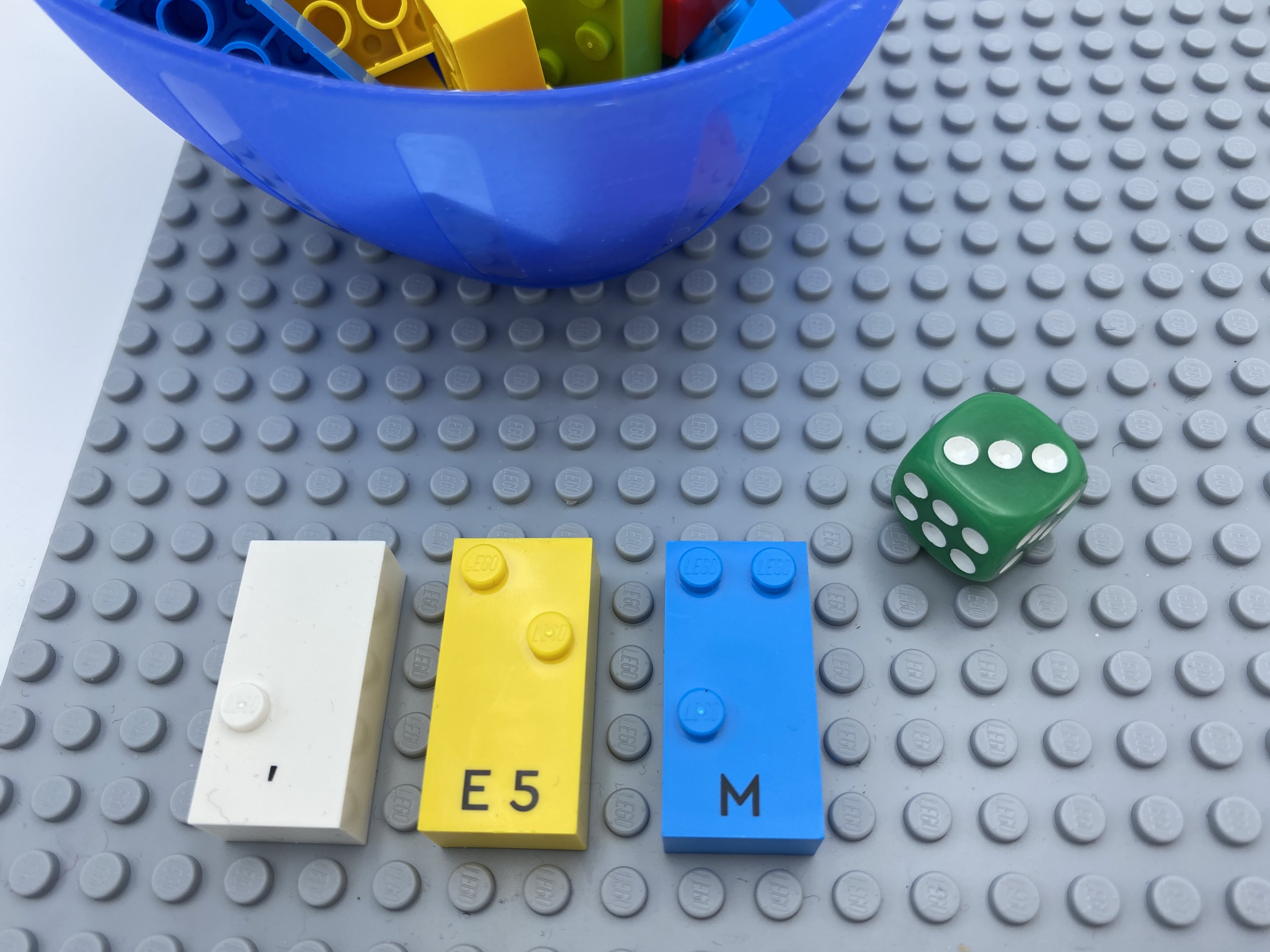 die roll = 2 3, letter brick m.