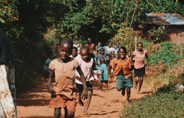 Kenyan children running down a street