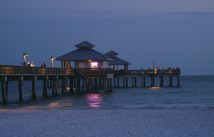 ft-myers-beach-pier-night