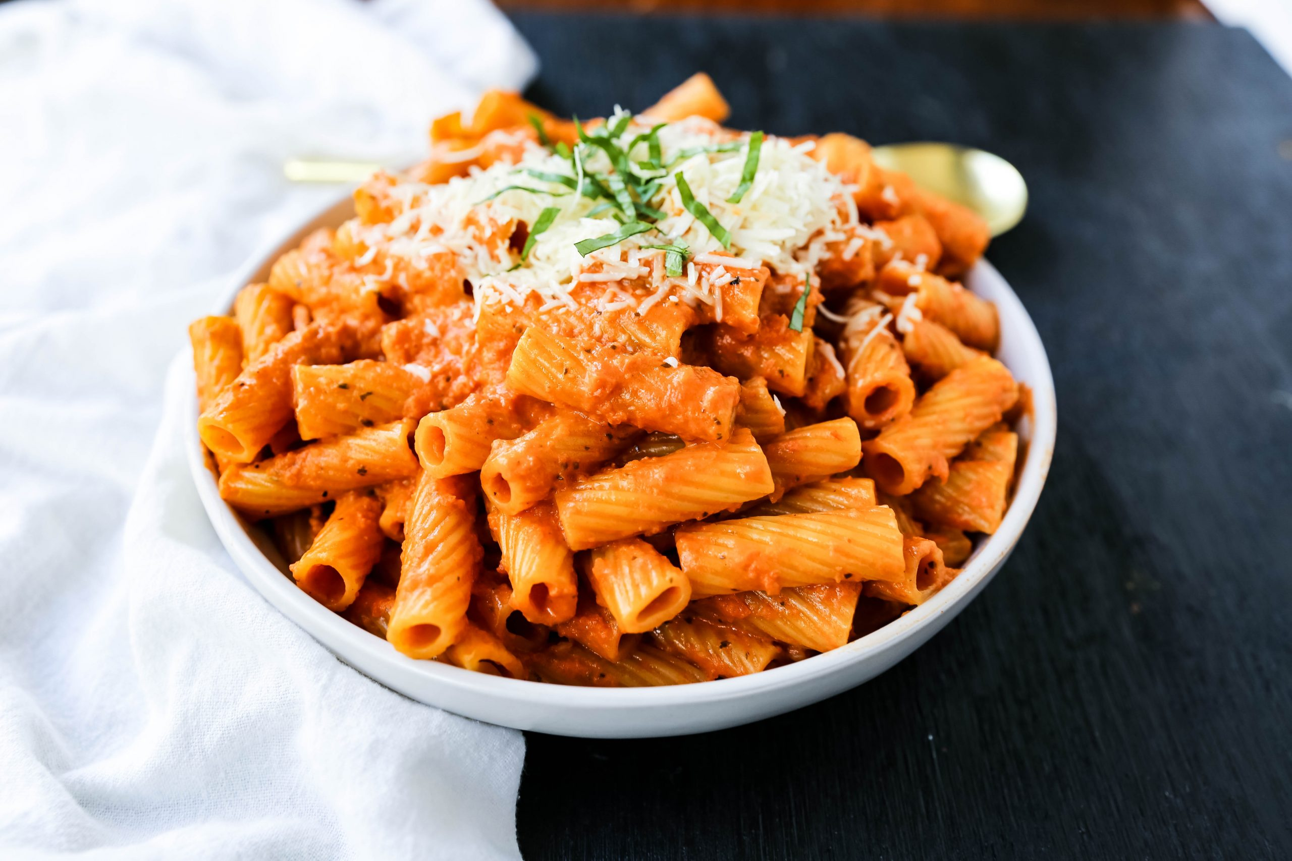 Creamy-Roasted-Red-Pepper-Pasta-5-e-scaled