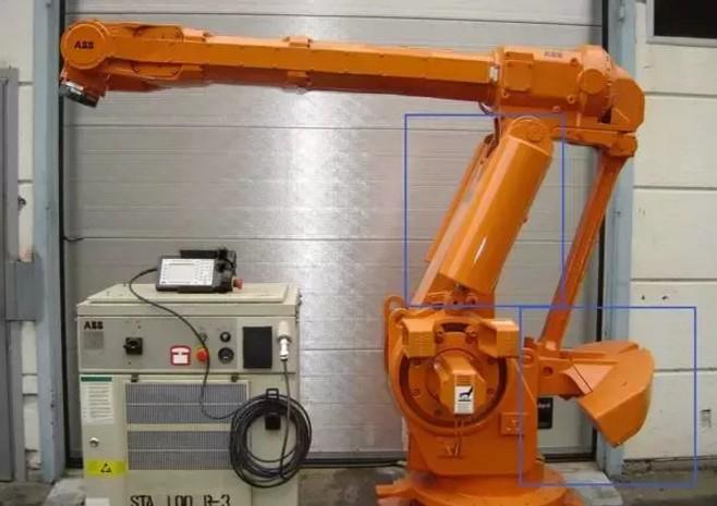注意上图中机器人大臂两端也是带有弹簧平衡缸的.图片