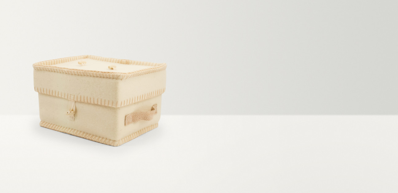 Square cream wool casket with canvas handles