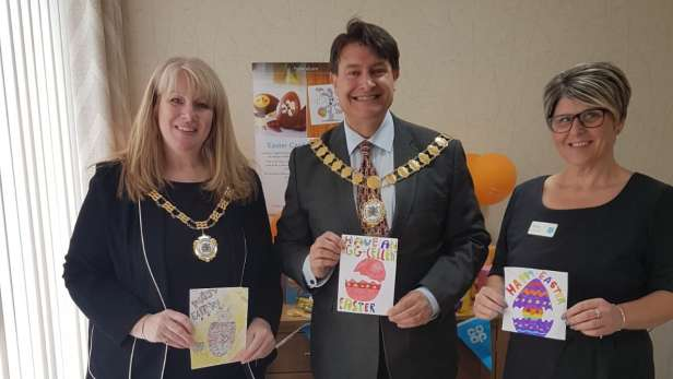The mayor of Dartford with the children's easter cards.