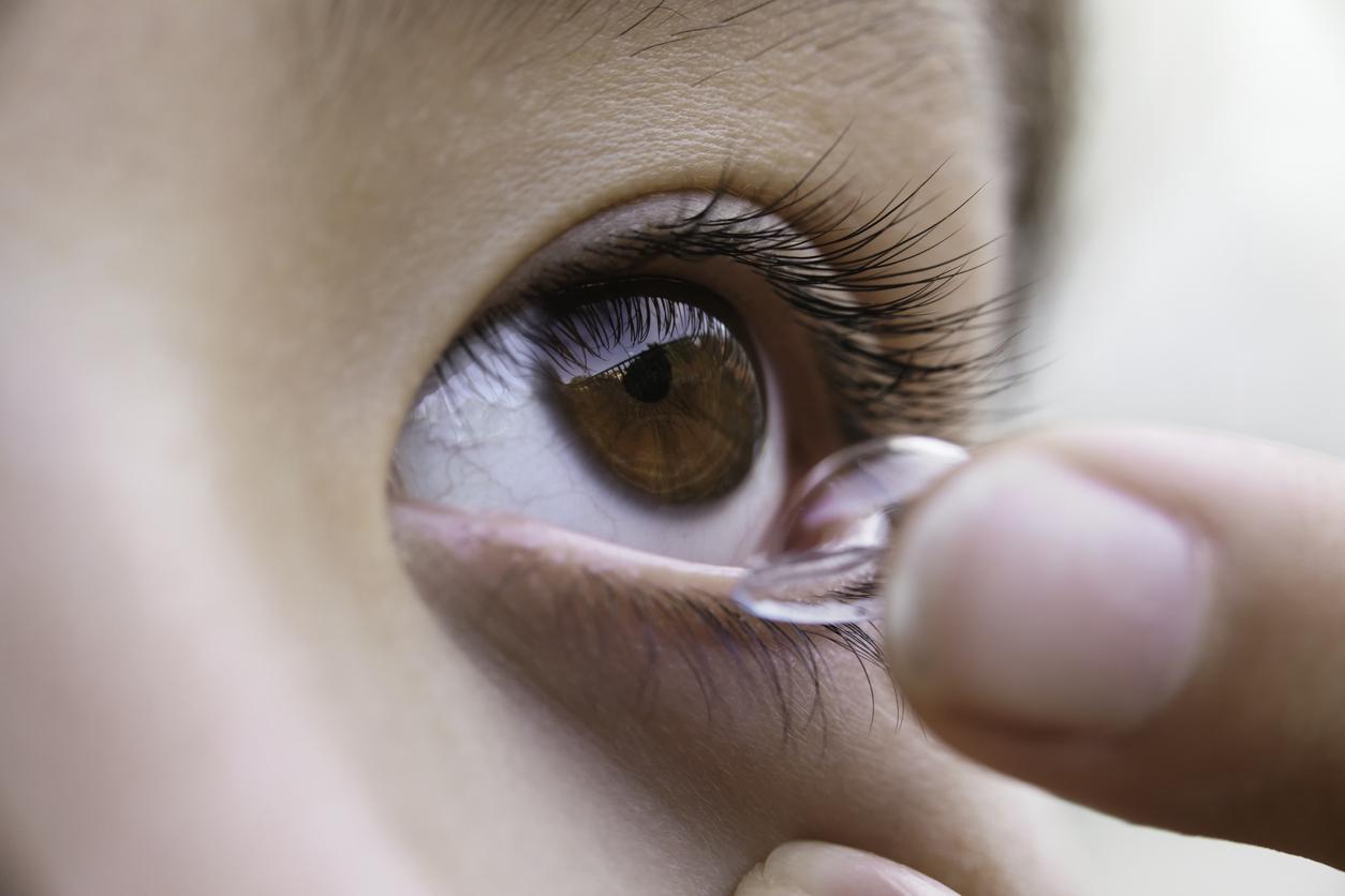 कोरोना वायरस: क्या कॉंटैक्ट लेंस पहनना सुरक्षित है?