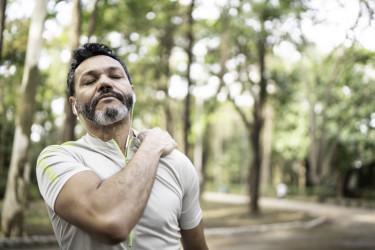 सांस लेते समय पीठ के ऊपरी हिस्से में दर्द के कारण (cause of upper back pain when breathing)