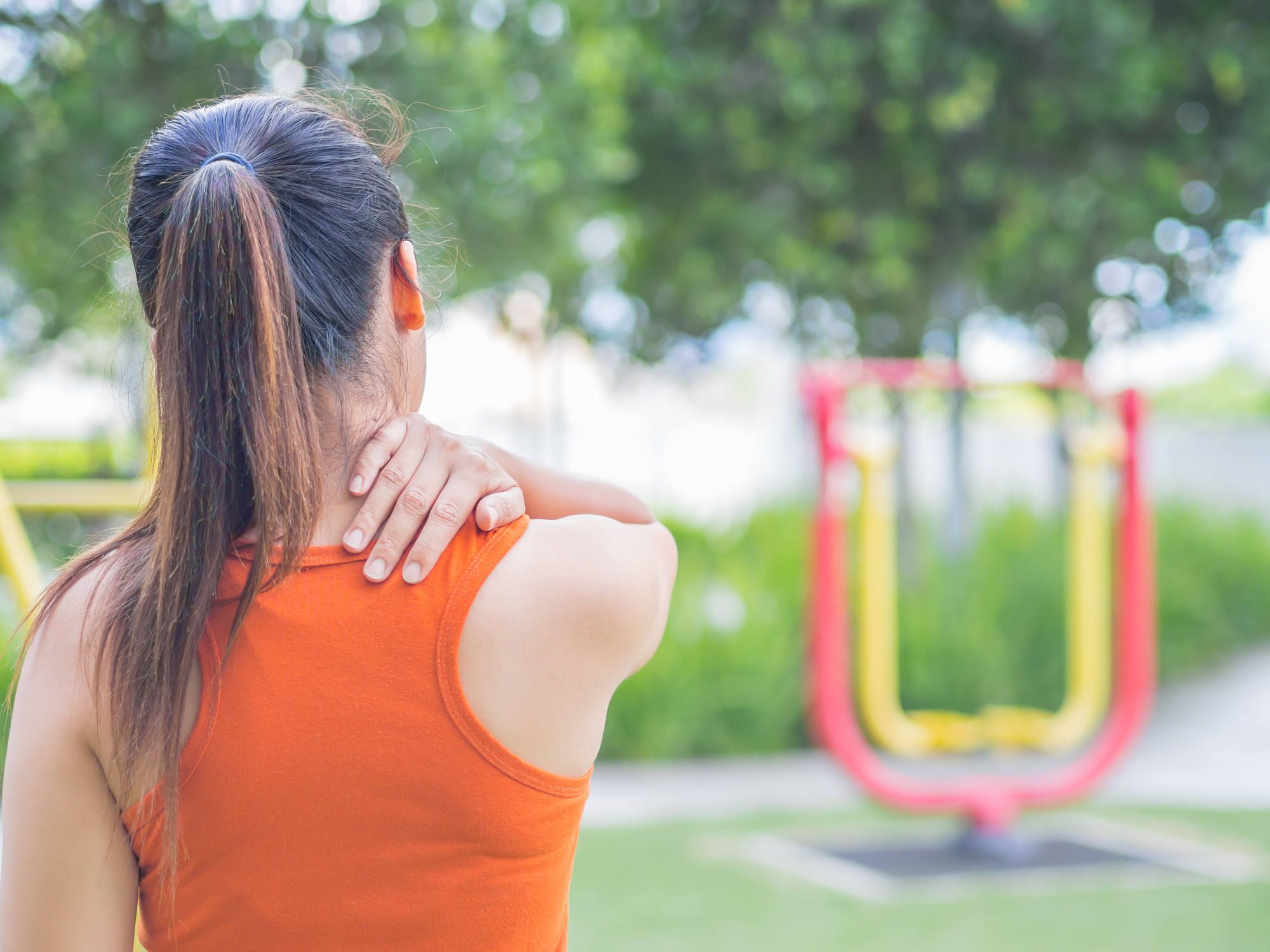 The best ways to treat upper back pain