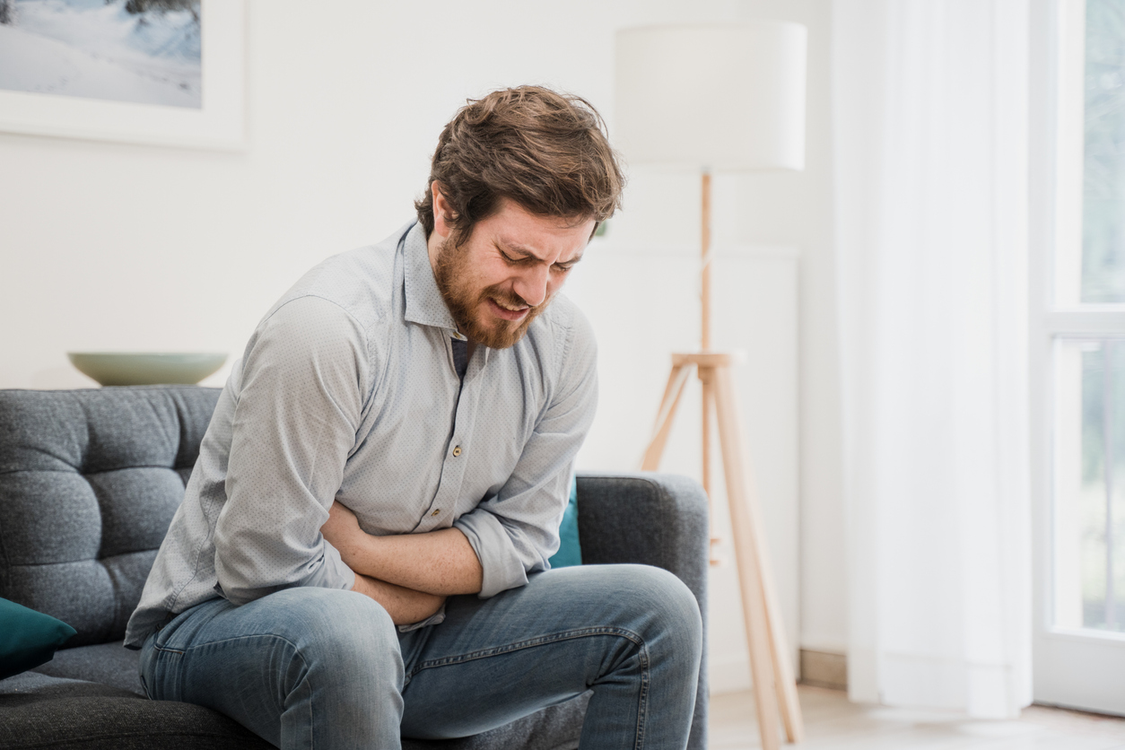 What causes stomach pain after eating?