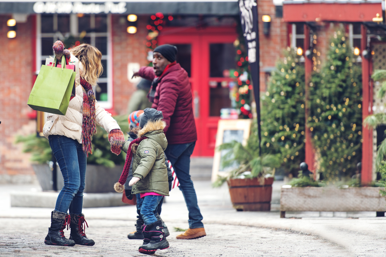 6 ways to manage family relationships over the holidays this year