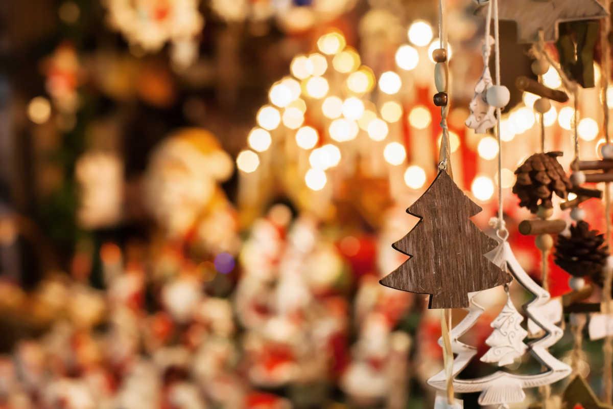 рождественские украшения и огни