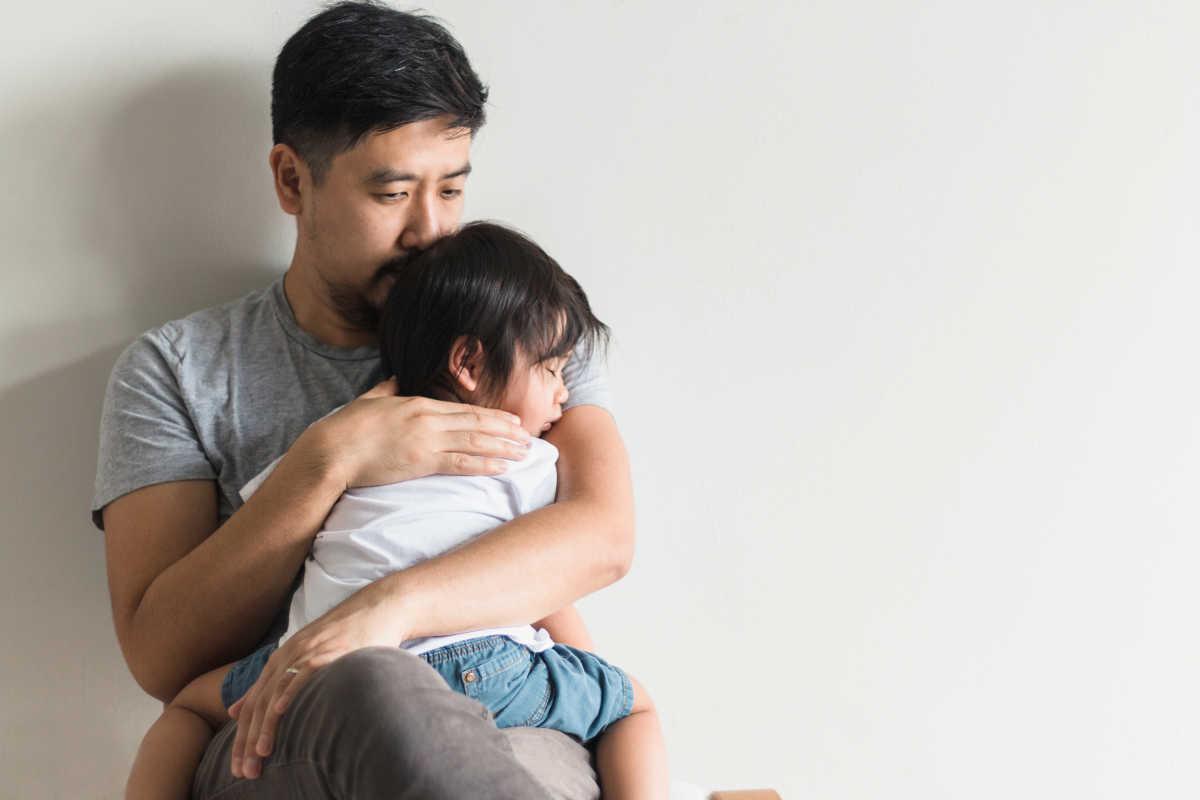 dad-holding-child