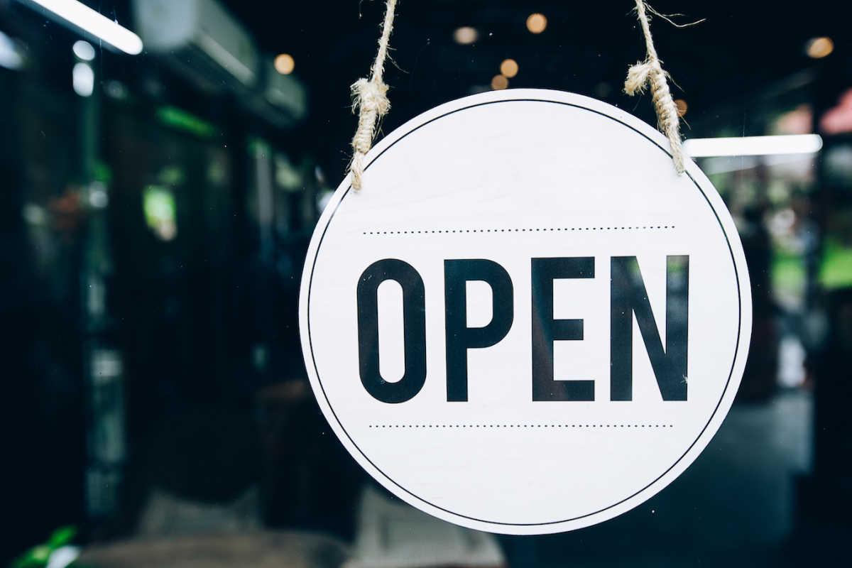 бизнес с открытым знаком