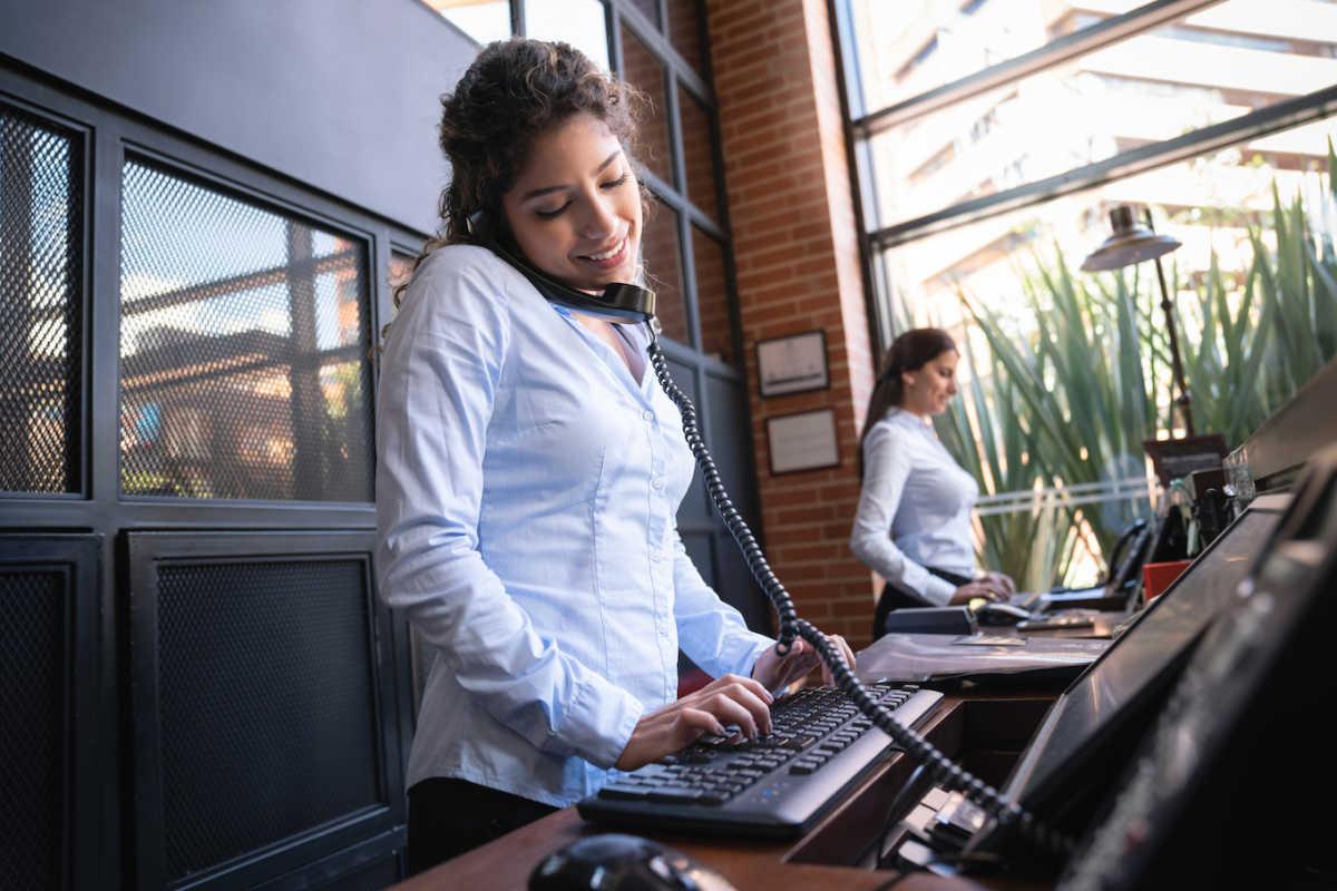 работник службы поддержки клиентов