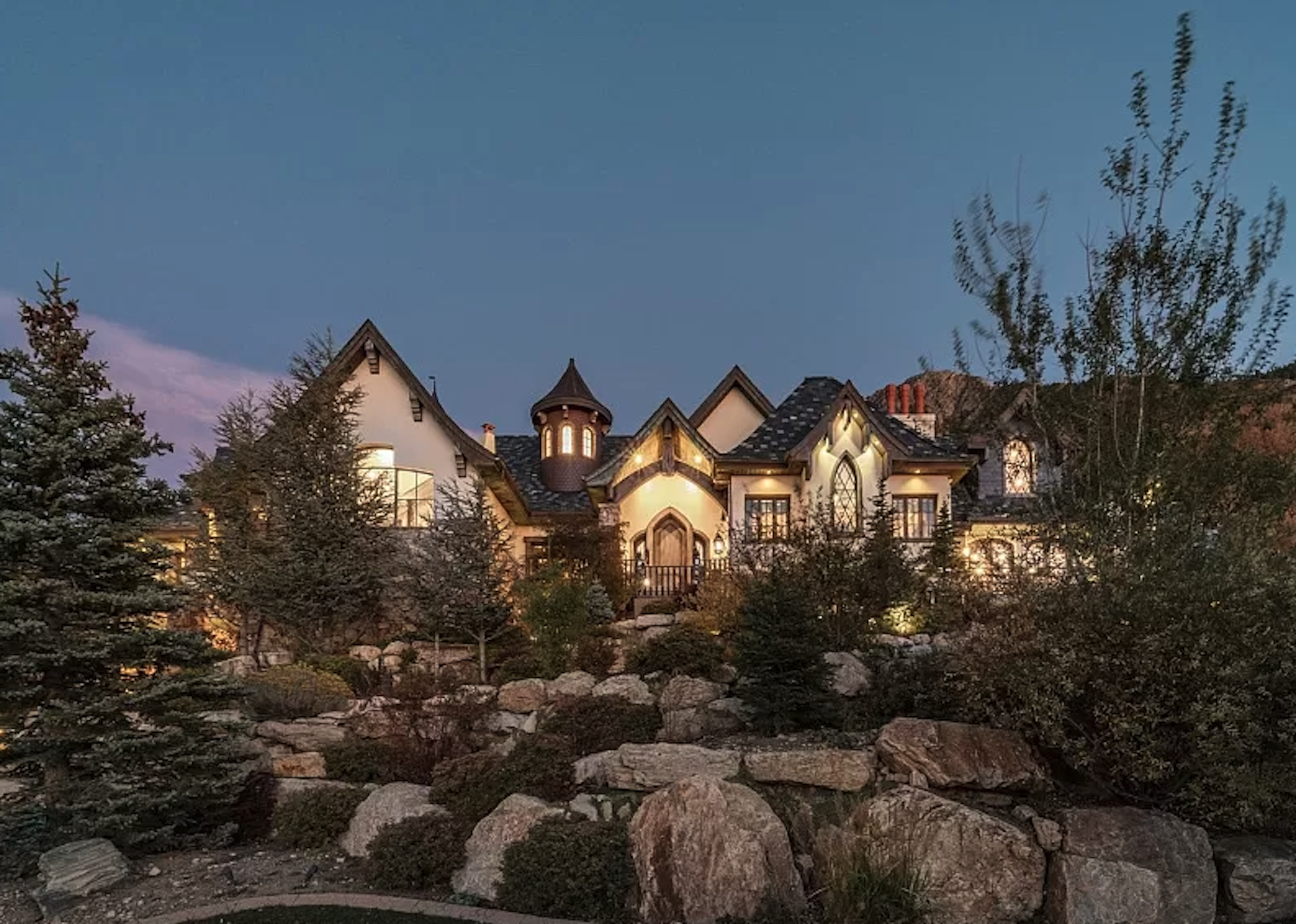20 Utterly Insane Homes up for Sale Spotted on 'Zillow Gone Wild'